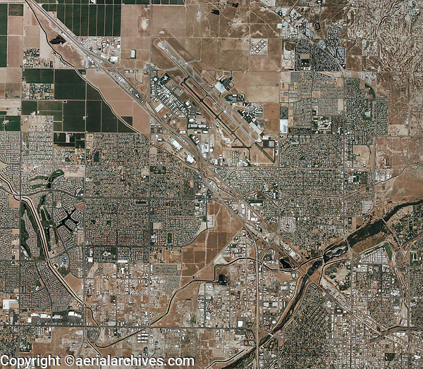 aerial photo map of Bakersfield, California, the Kern River Oil Field and the Meadows Field County Airport (BFL), 2006. For current aerial maps of Bakersfield, please contact Aerial Archives.