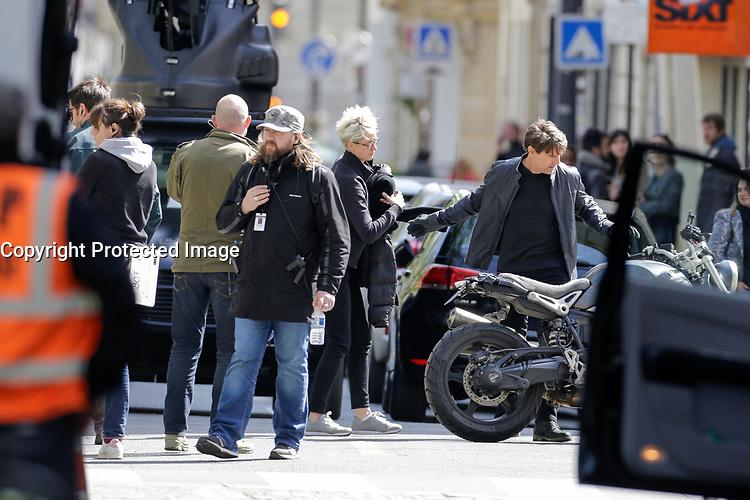 TOURNAGE DU FILM 'MISSION IMPOSSIBLE 6' AVEC TOM CRUISE DANS LES RUES DU 15E ARRONDISSEMENT DE PARIS, LE 11/04/2017.