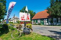 Schild Café, Fachwerkhaus, Neulieitzegöricke, ältestes Kolonistendorf im Oderbruch, Neulewin, Oderbruch, Brandenburg, Deutschland