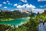 Oesterreich, Tirol, Tannheimer Tal, Graen: Haldensee im Tannheimer Tal vor Rote Flueh, einem Gipfel in den Tannheimer Bergen, einer Untergruppe der Allgaeuer Alpen | Austria, Tyrol, Tannheim Valley, Graen: lake Haldensee with summit Rote Flueh