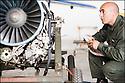 -2008- Salon de Provence- Patrouille de France, entretien des réacteurs.