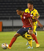 BARRANQUILLA  -COLOMBIA, 2-FEBRERO-2015. James Sanchez jugador de Uniautonoma disputa el balon  contra Felipe Alvarez de Alianza Petrolera durante partido por la fecha 1 de la Liga çguila I 2015 jugado en el estadio Metropolitano  de la ciudad de Barranquilla./ James Sanchez player of Uniautonoma fights the ball against Felipe Alvarez of Alianza Petrolera during the match for the first date of the Aguila League I 2015 played at Metropolitano  stadium in Barranquilla city<br />  . Photo / VizzorImage / Alfonso Cervantes / Stringer