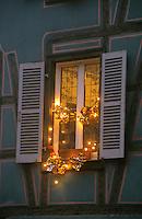 Europe/France/Alsace/68/Haut-Rhin/Colmar: Noël à Colmar - La petite Venise - Détail d'une fenêtre décorée pour Noël