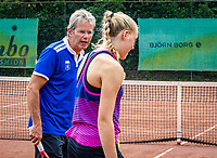Zandvoort, Netherlands, August 6, 2019, TC Zandvoort, Coach  Hans Schmid (NED) with Melissa Boyden (NED)<br /> Photo: Tennisimages/Henk Koster