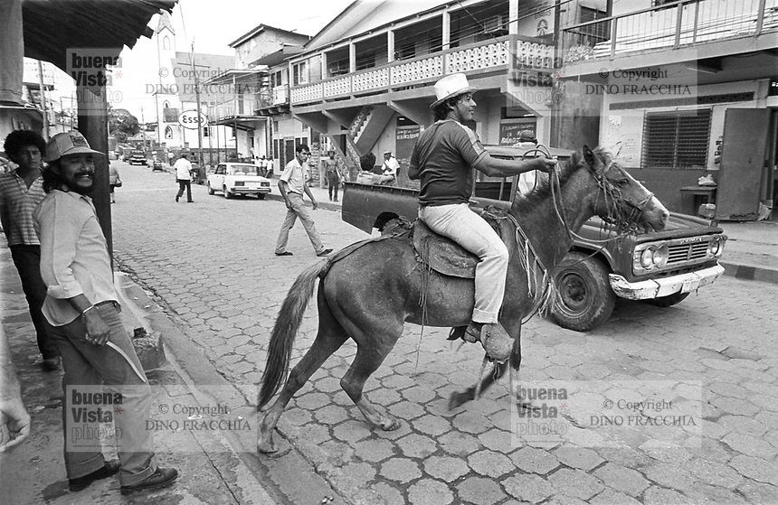 - Nicaragua, the main street in the city of Bluefields, on the Atlantic coast (January 1988)<br /> <br /> - Nicaragua, la strada principale nella città di Bluefields, sulla costa Atlantica (Gennaio 1988)