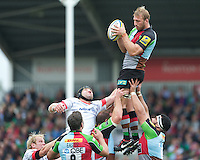 Chris Robshaw of Harlequins secures the lineout against Steve Borthwick of Saracens during the Aviva Premiership match between Harlequins and Saracens at the Twickenham Stoop on Sunday 30th September 2012 (Photo by Rob Munro)