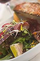Europe/France/Midi-Pyrénées/46/Lot/Lacave: Salade sauvage des sources de l'Ouysse, recette de Daniel Chambon chef du restaurant  Le Pont de l'Ouysse