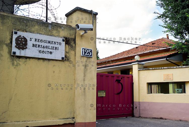 Milano, la caserma Mameli sede del 3° reggimento bersaglieri --- Milan, Mameli barracks, headquarters of the 3rd Regiment riflemen