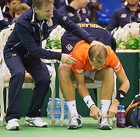07-04-13, Tennis, Rumania, Brasov, Daviscup, Rumania-Netherlands, Thiemo de Bakker and captain Jan Siemerink during changeover
