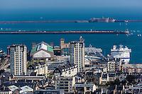 Europe/France/Normandie/Basse-Normandie/50/Manche/Cherbourg: vue sur la ville et le port depuis le Fort du Roule - Gare maritime transatlantique de Cherbourg et Fort central // Europe/France/Normandie/Basse-Normandie/50/Manche/Cherbourg: elevated Cherbourg city view from the Fort du Roule