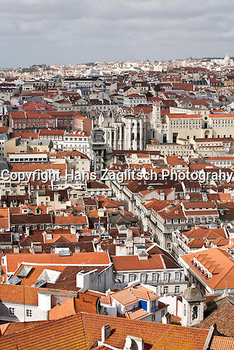 Altstadt (Baixa) mit dem Elevador (Lift) de Carmo (auch Santa Justa), Lissabon, Portugal