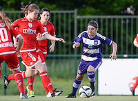 20160520 - TUBIZE , BELGIUM : Standard's Sanne Schoenmakers (left) pictured in a duel with Anderlecht's Noemie Gelders (r) during a soccer match between the women teams of RSC Anderlecht and Standard Femina de Liege , during the sixth and last matchday in the SUPERLEAGUE Playoff 1 , Friday 20 May 2016 . PHOTO SPORTPIX.BE / DAVID CATRY