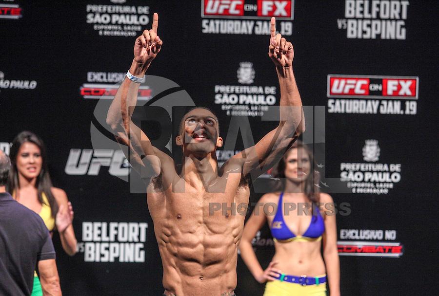 SAO PAULO, SP, 18 DE JANEIRO 2013 - PESAGEM UFC - Edson Junior peso leve durante pesagem do UFC (Ultimate Fighting Champion) no Ginasio do Ibirapuera na tarde desta sexta-feira, a luta acontece amanha 19 janeiro no mesmo local. FOTO: VANESSA CARVALHO - BRAZIL PHOTO PRESS.