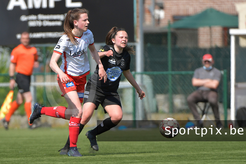 Summer Rogiers (8) of Zulte Waregem and Anouck Cochez (4) of Woluwe  pictured during a female soccer game between SV Zulte - Waregem and White Star Woluwe on the 10 th and last matchday in play off 2 of the 2020 - 2021 season of Belgian Scooore Womens Super League , saturday 29 of May 2021  in Zulte , Belgium . PHOTO SPORTPIX.BE | SPP | DIRK VUYLSTEKE