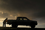 Agricultor luego de la tormenta Ines Indart, Buenos Aires, Argentina