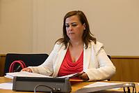 """Konstituierende Sitzung am 1. Sitzungstag des Untersuchungsausschuss """"BER II"""" des Berliner Abgeordnetenhaus am Freitag den 6. Juli 2018.<br /> Der Ausschuss soll die Ursachen, Konsequenzen und Verantwortung fuer die Kosten- und Terminueberschreitungen des im Bau befindlichen Flughafens """"Berlin Brandenburg Willy Brandt"""" aufklaeren.<br /> Im Bild: Die Ausschussvorsitzende Melanie Kuehnemann-Grunow, SPD.<br /> 6.7.2018, Berlin<br /> Copyright: Christian-Ditsch.de<br /> [Inhaltsveraendernde Manipulation des Fotos nur nach ausdruecklicher Genehmigung des Fotografen. Vereinbarungen ueber Abtretung von Persoenlichkeitsrechten/Model Release der abgebildeten Person/Personen liegen nicht vor. NO MODEL RELEASE! Nur fuer Redaktionelle Zwecke. Don't publish without copyright Christian-Ditsch.de, Veroeffentlichung nur mit Fotografennennung, sowie gegen Honorar, MwSt. und Beleg. Konto: I N G - D i B a, IBAN DE58500105175400192269, BIC INGDDEFFXXX, Kontakt: post@christian-ditsch.de<br /> Bei der Bearbeitung der Dateiinformationen darf die Urheberkennzeichnung in den EXIF- und  IPTC-Daten nicht entfernt werden, diese sind in digitalen Medien nach §95c UrhG rechtlich geschuetzt. Der Urhebervermerk wird gemaess §13 UrhG verlangt.]"""