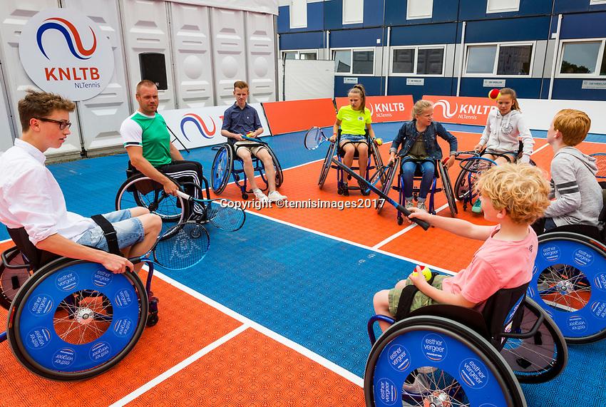 Den Bosch, Netherlands, 17 June, 2017, Tennis, Ricoh Open,  Wheelchair tennis Clinic with Maikel Scheffers<br /> Photo: Henk Koster/tennisimages.com