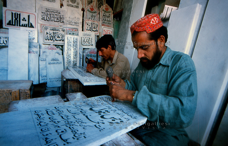 Islamabad / Pakistan.craftsmen working marble slabs with inscriptions from the Koran used for graves..Photo Livio Senigalliesi