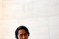 L'attivista birmana e vincitrice del Premio Nobel per la Pace Aung San Suu Kyi tiene una conferenza stampa col Ministro degli Esteri alla Farnesina, Roma, 28 ottobre 2013.<br /> Burmese opposition leader and Nobel Prize laureate Aung San Suu Kyi attends a press conference with Italian Foreign Minister at the Farnesina Foreign Ministry headquarters in Rome, 28 October 2013.<br /> UPDATE IMAGES PRESS/Riccardo De Luca
