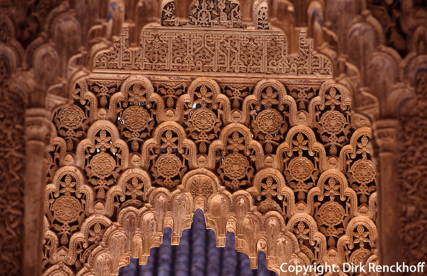 Spanien, Andalusien, Patio de los Leones im Harem der Alhambra in Granada aus dem 14.Jh. Unesco-Weltkulturerbe