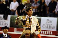MANIZALES-COLOMBIA. 09-01-2016: Sebastian Castella sale en hombros al término la cuarta corrida como parte de la versión número 60 de La Feria de Manizales 2016 que se lleva a cabo entre el 2 y el 10 de enero de 2016 en la ciudad de Manizales, Colombia. / The bullfighter Sebastian Castella out on shoulders after the end of the fourth bullfight as part of the 60th version of Manizales Fair 2016 takes place between 2 and 10 January 2016 in the city of Manizales, Colombia. Photo: VizzorImage / Santiago Osorio / Cont