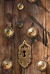 ESP, Spanien, Andalusien, Provinz Cádiz, Arcos de la Frontera: alte Tuer, Tuerschloss, Beschlaege | ESP, Spain, Andalusia, Province Cádiz, Arcos de la Frontera: old door, lock