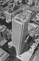 1992 FILE PHOTO -<br /> <br /> OandY Flagship: Reichmanns may lose First Canadian Place