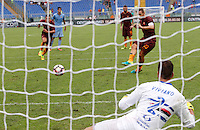 Calcio, Serie A: Roma vs Sampdoria. Roma, stadio Olimpico, 11 settembre 2016.<br /> Roma's Francesco Totti kicks to score the winning goal on a penalty kick during the Italian Serie A football match between Roma and Sampdoria at Rome's Olympic stadium, 11 September 2016. Roma won 3-2.<br /> UPDATE IMAGES PRESS/Riccardo De Luca