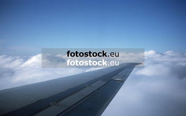 Flying above the clouds<br /> <br /> Volando sobre las nubes<br /> <br /> Über den Wolken fliegen<br /> <br /> Original: 35 mm slide transparency