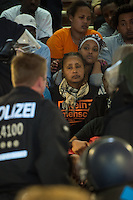 Nach einer Woche Aufenthalt im Haus des Deutschen Gewerkschaftsbunds in Berlin liessen die Verantwortlichen des DGB etwa 25 Fluechtlinge durch die Polizei raeumen. Dabei gab es mehrere Verletzte, zwei davon nach Aussagen von Augenzeugen schwer. Mehrere Fluechtlinge wurden nach der gewaltsamen Raumung ins Krankenhaus gebracht. Mehrere Personen hatten sich zum Teil aneinander gekettet, um so die Raeumung zu verhindern.<br /> Die Fluechtlinge hatten vor einer Woche im DGB-Haus um Unterstuetzung fuer ihr Anliegen nach Asyl und Bleiberecht gesucht. Die Gewerkschaftsverantwortlichen waren jedoch nicht bereit ihnen mehr als ein paar Tage Obdach zu gewaehren und die Politik zu bitten das Problem zu loesen.<br /> Im Bild: Polizei im Gewerkschaftshaus bei der Raeumung.<br /> 2.10.2014, Berlin<br /> Copyright: Christian-Ditsch.de<br /> [Inhaltsveraendernde Manipulation des Fotos nur nach ausdruecklicher Genehmigung des Fotografen. Vereinbarungen ueber Abtretung von Persoenlichkeitsrechten/Model Release der abgebildeten Person/Personen liegen nicht vor. NO MODEL RELEASE! Don't publish without copyright Christian-Ditsch.de, Veroeffentlichung nur mit Fotografennennung, sowie gegen Honorar, MwSt. und Beleg. Konto: I N G - D i B a, IBAN DE58500105175400192269, BIC INGDDEFFXXX, Kontakt: post@christian-ditsch.de<br /> Urhebervermerk wird gemaess Paragraph 13 UHG verlangt.]