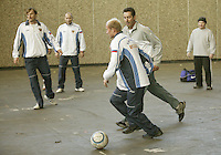 8-2-06, Netherlands, tennis, Amsterdam, Daviscup.Netherlands Russia, Davydenko on the bal in a Russian soccermarch