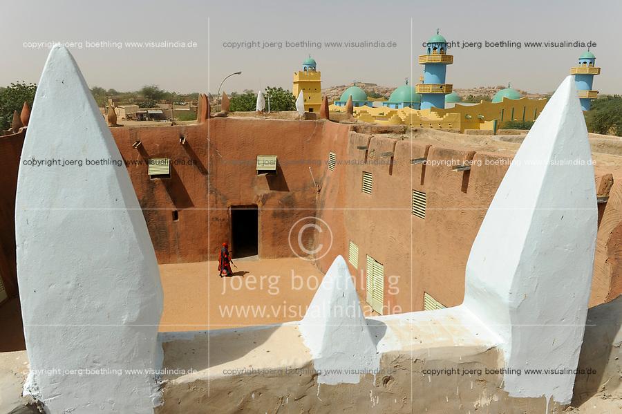 NIGER Zinder, palace of Sultan DAMAGARAM<br /> El Hadji ABOUBACAR OUMAROU SANDA / NIGER Zinder Sultan Palast, Palastwachen des Sultan von DAMAGARAM<br /> El Hadji ABOUBACAR OUMAROU SANDA