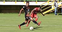 TUNJA - COLOMBIA, 11-09-2021:  Cristian Ramos de Patriotas Boyacá disputa el balón con Ivan Rojas  del Envigado durante partido por la fecha 9 entre Patriotas Boyacá y Envigado  como parte de la Liga BetPlay DIMAYOR II 2021 jugado en el estadio La Independencia de la ciudad de Tunja. / Cristian Ramos of Patriotas Boyaca vies for the ball with  Ivan Rojas player of Envigado  during match for the date 9 between Patriotas Boyaca and Envigado  as a part BetPlay DIMAYOR League II 2021 played at La Independencia stadium in Tunja city. Photo: VizzorImage / Macgiver Baron / Contribuidor