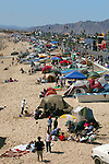 Many tourists set up tents along the beach during the Easter holiday<br />
