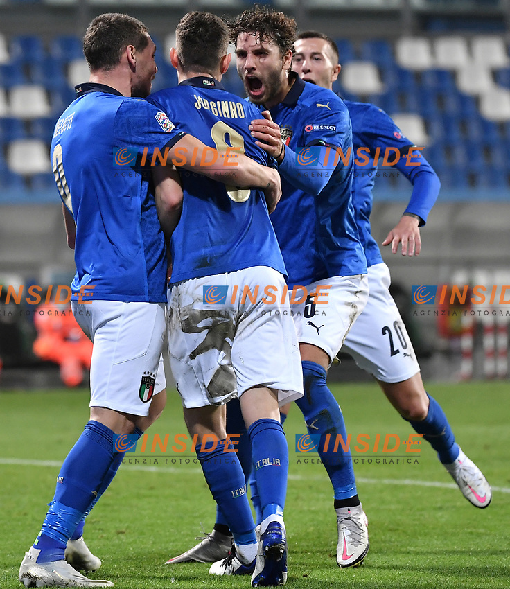 Jorge Luiz Frello Filho Jorginho of Italy celebrates with Andrea Belotti, Mannuel Locatelli and Federico Bernardeschi after scoring the goal of 1-0 during the Uefa Nation League Group Stage A1 football match between Italy and Poland at Citta del Tricolore Stadium in Reggio Emilia (Italy), November, 15, 2020. Photo Andrea Staccioli / Insidefoto