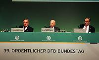 Die beiden DFB-Ehrenpräsidenten Gerhard Mayer-Vorfelder und Egudius Braun mit DFB-Schatzmeister Heinrich Schmidhuber<br /> 39. Ordentlicher DFB-Bundestag in der Rheingoldhalle<br /> *** Local Caption *** Foto ist honorarpflichtig! zzgl. gesetzl. MwSt. Es gelten ausschließlich unsere unter <br /> <br /> Auf Anfrage in hoeherer Qualitaet/Aufloesung. Belegexemplar an: Marc Schueler, Am Ziegelfalltor 4, 64625 Bensheim, Tel. +49 (0) 6251 86 96 134, www.gameday-mediaservices.de. Email: marc.schueler@gameday-mediaservices.de, Bankverbindung: Volksbank Bergstrasse, Kto.: 151297, BLZ: 50960101