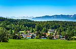 Deutschland, Bayern, Toelzer Land, Dietramszell vor den Bayerischen Alpen | Germany, Bavaria, Toelzer Land, Dietramszell and Bavarian Alps