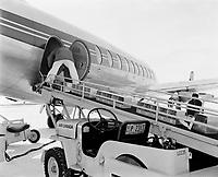 Industrie aérienne :  Transport d'animaux en avion,date inconnue, vers 1959