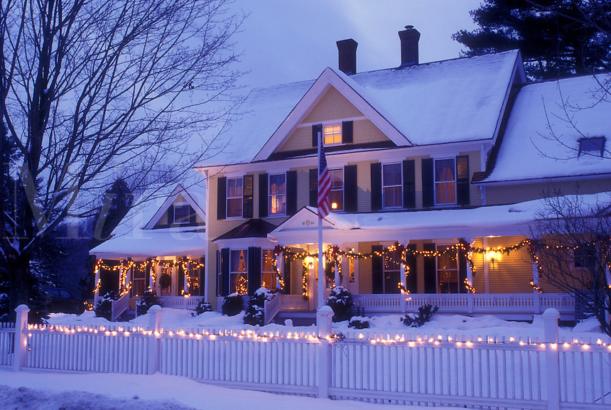 AJ5806, Inn, country inn, resort, Hotel, B&B, Christmas, holiday, decorations, snow, winter, The snow covered Jackson House Inn (a Country Inn) is decorated with lights for the Christmas holiday season at night in West Woodstock in Windsor County in the state of Vermont.