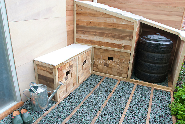 Sotrage solutions for outdoors, for trash or compost bin, recyclables, with watering can