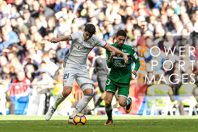 Alvaro Morata of Real Madrid battles for the ball with Omar of Deportivo Leganes during their La Liga match between Real Madrid and Deportivo Leganes at the Estadio Santiago Bernabéu on 06 November 2016 in Madrid, Spain. Photo by Diego Gonzalez Souto / Power Sport Images