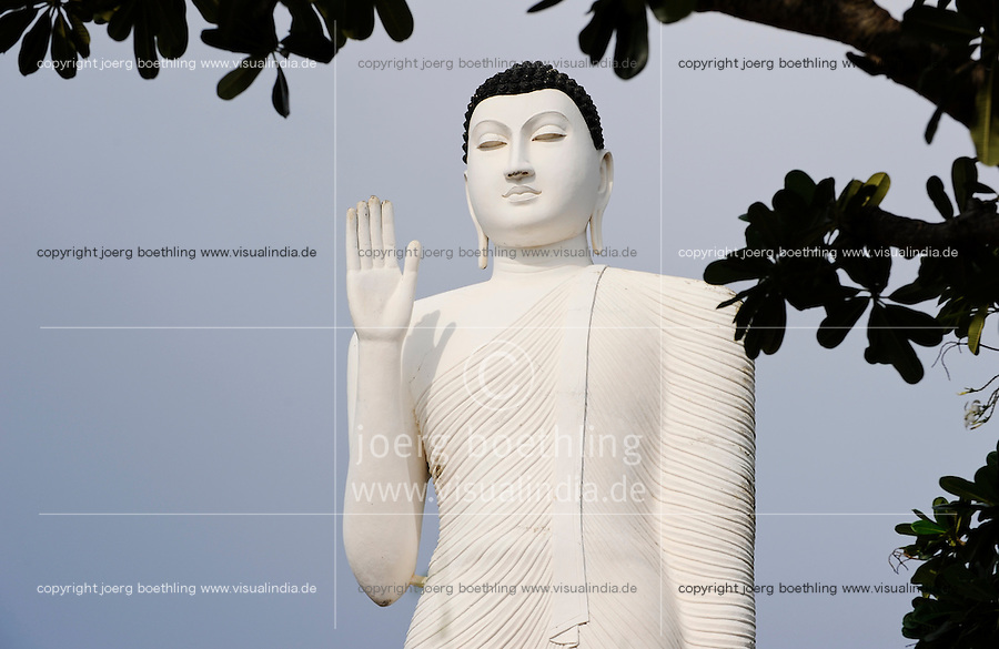 SRI LANKA Trincomalee , Fort Frederick, new Buddha statue close to the Tamil Hindu temple / SRI LANKA Trincomalee, neue Buddha Statue nahe des tamilischen Hindu Tempels auf dem Swami Rock