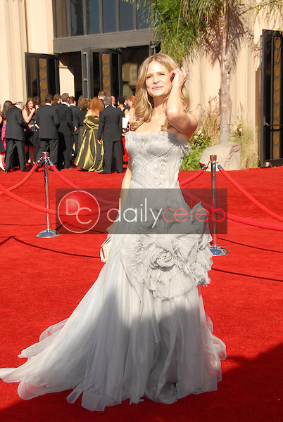 Kyra Sedgwick<br />arriving at the 58th Annual Primetime Emmy Awards. The Shrine Auditorium, Los Angeles, CA. 08-27-06<br />Scott Kirkland/DailyCeleb.com 818-249-4998
