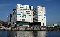 Nederland - Amsterdam - 2020. Het IJdock ( IJdok ) met links het Paleis van Justitie en rechts het Openbaar Ministerie. Foto ANP / HH / Berlinda van Dam
