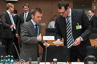 Zweiter Sitzungstag des 1. NSA-Untersuchungsausschuss am Donnerstag den 5. Juni 2014.<br /> Vlnr: Prof. Dr. Ian Brown und Prof. Russel A. Miller sind als Experten vor den Ausschuss eingeladen worden.<br /> 5.6.2014, Berlin<br /> Copyright: Christian-Ditsch.de<br /> [Inhaltsveraendernde Manipulation des Fotos nur nach ausdruecklicher Genehmigung des Fotografen. Vereinbarungen ueber Abtretung von Persoenlichkeitsrechten/Model Release der abgebildeten Person/Personen liegen nicht vor. NO MODEL RELEASE! Don't publish without copyright Christian-Ditsch.de, Veroeffentlichung nur mit Fotografennennung, sowie gegen Honorar, MwSt. und Beleg. Konto:, I N G - D i B a, IBAN DE58500105175400192269, BIC INGDDEFFXXX, Kontakt: post@christian-ditsch.de]