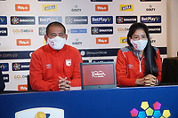 BOGOTA - COLOMBIA, 12-12-2020: Albeiro Erazo y  Fany Gauto de Santa Fe durante rueda de prensa previo al encuentro entre Independiente Santa Fe Y América de Cali por la final vuelta como parte de la Liga Femenina BetPlay DIMAYOR 2020 en la ciudad de Bogotá. / Albeiro Erazo and Fany Gauto of Santa Fe during press conference prior a second leg final match between Independiente Santa Fe and America de Cali as part of Women's BetPlay DIMAYOR 2020 League in Bogota city. Photo: VizzorImage / Daniel Garzon / Cont