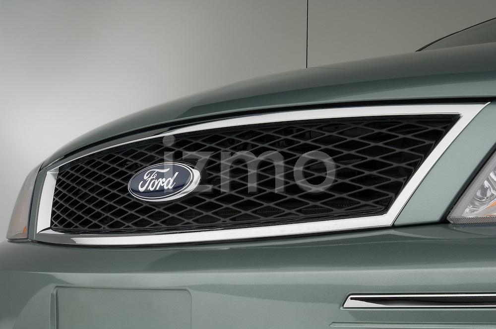 Front grille detail 2006 Ford Five Hundred Sedan