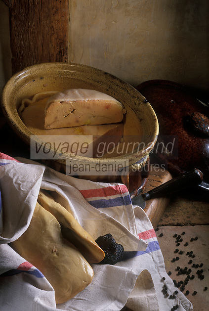 Europe/France/Limousin/19/Corrèze/Pays de Brive/Brive-la-Gaillarde : Foie gras frais, truffes et terrine de foie gras mi-cuit