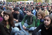 Roma, 16 Novembre 2008.Università La Sapienza.Migliaia di studenti universitari si ritrovano a Roma in assemblea.Rome, 16 November 2008.University La Sapienza.Thousands of students gather in Rome meeting