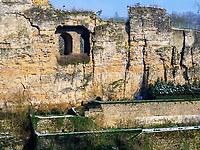 Blick von Grund auf Bock-Kasematten , Luxemburg-City, Luxemburg, Europa, UNESCO-Weltkulturerbe<br /> Bock casemate, Luxembourg City, Europe, UNESCO Heritage Site